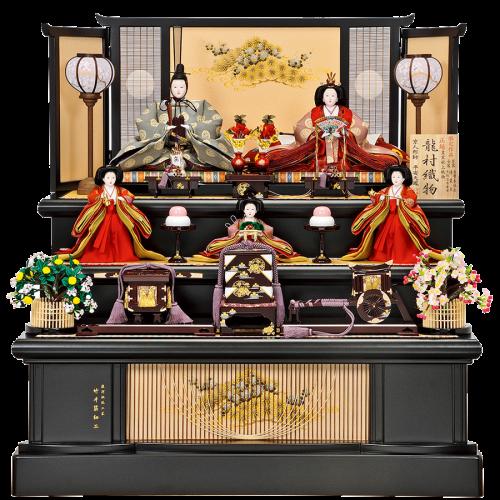 【松 寿】 親王は皇室献上織物の龍村織物。 飾台・屏風は共に駿河千筋細工を使用し、繊細で落ち着いた仕上がりになっています。
