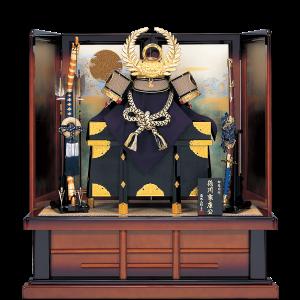 【着用家康公兜】 本漆甲州印伝仕立ての豪華な着用兜飾り。 厚みがあり手の込んだ木彫りの羊歯前立てを使用。 屏風の太陽と波柄が存在感ある仕上がり。