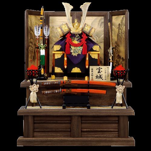 【宝 城】 黒本皮印伝を使用した豪華兜飾り。 飾台・屏風共に焼桐加工、葛布仕様。 屏風には手描き山水絵が描かれた逸品。