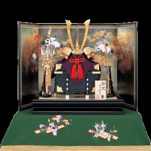 【一水兜】 京都甲冑師、平安一水作の兜飾り。 本装仕様屏風には、襖絵を模写した松鶴の絵が焼箔の下地に描かれており、圧倒的な存在感を放つ逸品。