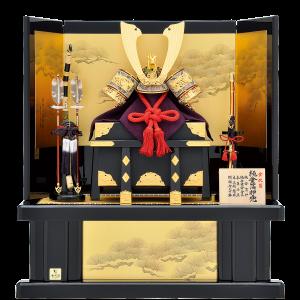 【純金箔押兜】 金沢箔の純金箔押し兜飾り。 飾台・屏風には本金手描蒔絵を施している為、高級感の漂う上品な仕上がり。