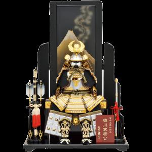 【富士越龍家康公鎧】 葛飾北斎の描いた富士越龍図を基に屏風をデザインいたしました。 コンパクトな鎧飾りですが迫力があります。