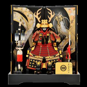 【真田幸村公鎧】 正絹赤糸威しの真田幸村公鎧。屏風に描かれた金彩華龍がダイナミックな鎧飾り。