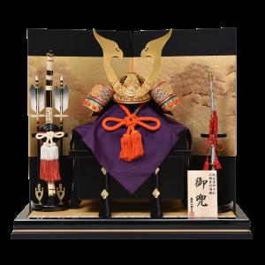 【泰 成】純金箔押小札、本金鍍金鍬形、本漆印伝の豪華仕様。随所に使用された飾り金具は、正倉院文様をモチーフに作られた格調高いデザイン。鳳凰に見える鍬形もポイントの、日本の美しさが際立つ逸品です。
