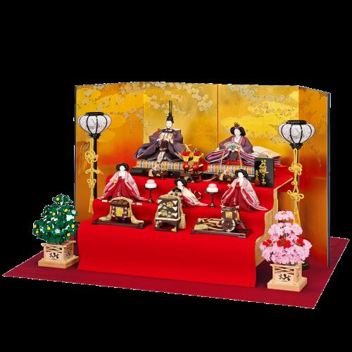 【彩 宴】 親王は正絹源氏物語絵巻を使用。源氏物語千年記により製作しています。 軽量の桐製飾台に赤もうせんを掛け、屏風には京都で金彩加工された洛中桜の絵柄を使用しており、 豪華絢爛な仕上がりになっています。