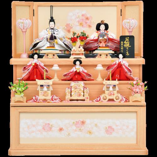 【月の香】 ピンクで統一した可愛らしい三段収納飾りになります。 人形には金彩刺繍を施してあり、優しいクリーム色の官女にもこだわっています。
